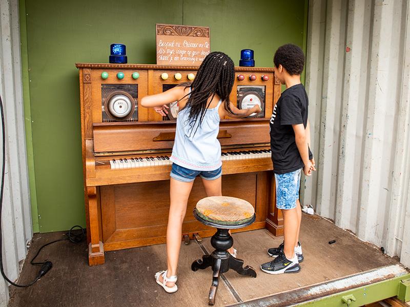 Interactieve piano voor festival De Parade
